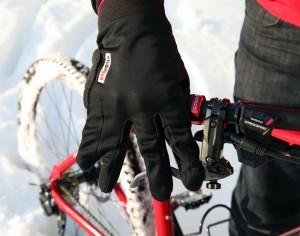 Erster Prototyp mit selbst zusammengenähten Fingern. Von uns im Frühjahr 2012 getestet.