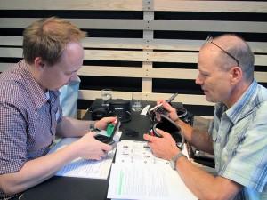 Unser Produktentwickler Sämi Menzi (rechts) diskutiert mit Andreas Reiniger von Vaude die geplanten Features.