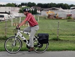 Beat ist täglich bei Wind und Wetter 34 Kilometer auf seinem E-Bike unterwegs.