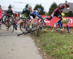 Während seinen Rennen ist unser Verkaufsberater Fabian besonders froh um seinen Helm. ;-)