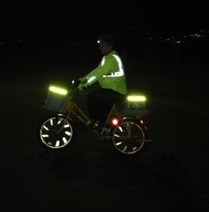 Reflektoren sind ebenso wichtig, wie das Velolicht: Marcel van Hontschen hat uns ein Foto seiner täglichen Posttour geschickt.