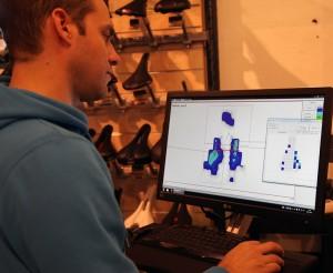 Markus während der Analyse, die Aufschluss über die Druckverteilung gibt.