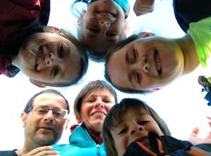 Familie Andermatt ist bereit für ihr grosses Veloabenteuer.