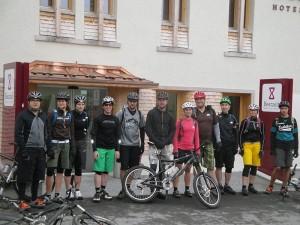 Nicht ohne unseren Velohelm: auch beim Teamausflug im Herbst 2013.