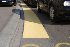 60 Zentimeter breit und hellgelb: So sehen die Velogassen an der Seefeldstrasse aus.