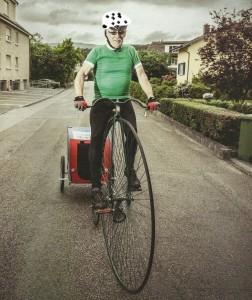 So wird Ernst Oberli unterwegs sein: Hoch zu Rad und mit Anhänger. (Bild: Touring Bagazin)