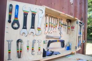 Funktion trifft Farbe: Werkzeug im African-Style.