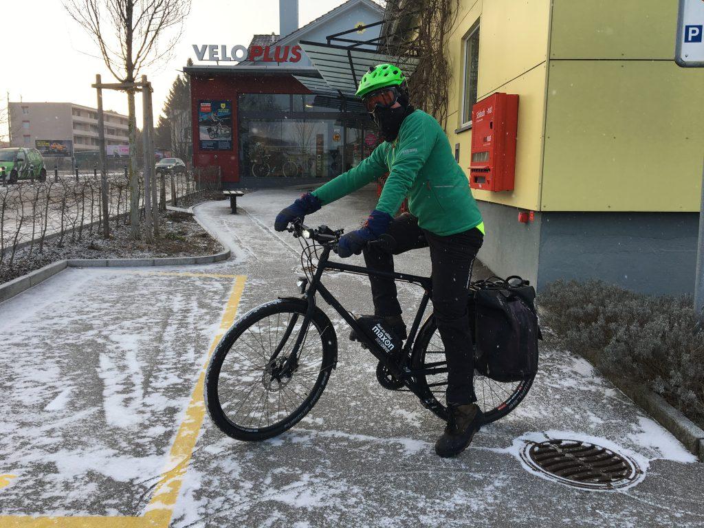 Veloplus-Mitarbeitet testet E-Bike Antrieb